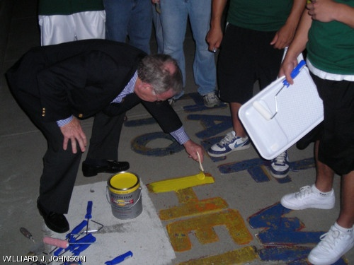 Smoot joined in the annual commemoration of the measurement in 2007. This time as a painter.  (Photo courtesy of MIT's student newspaper, 'The Tech.')